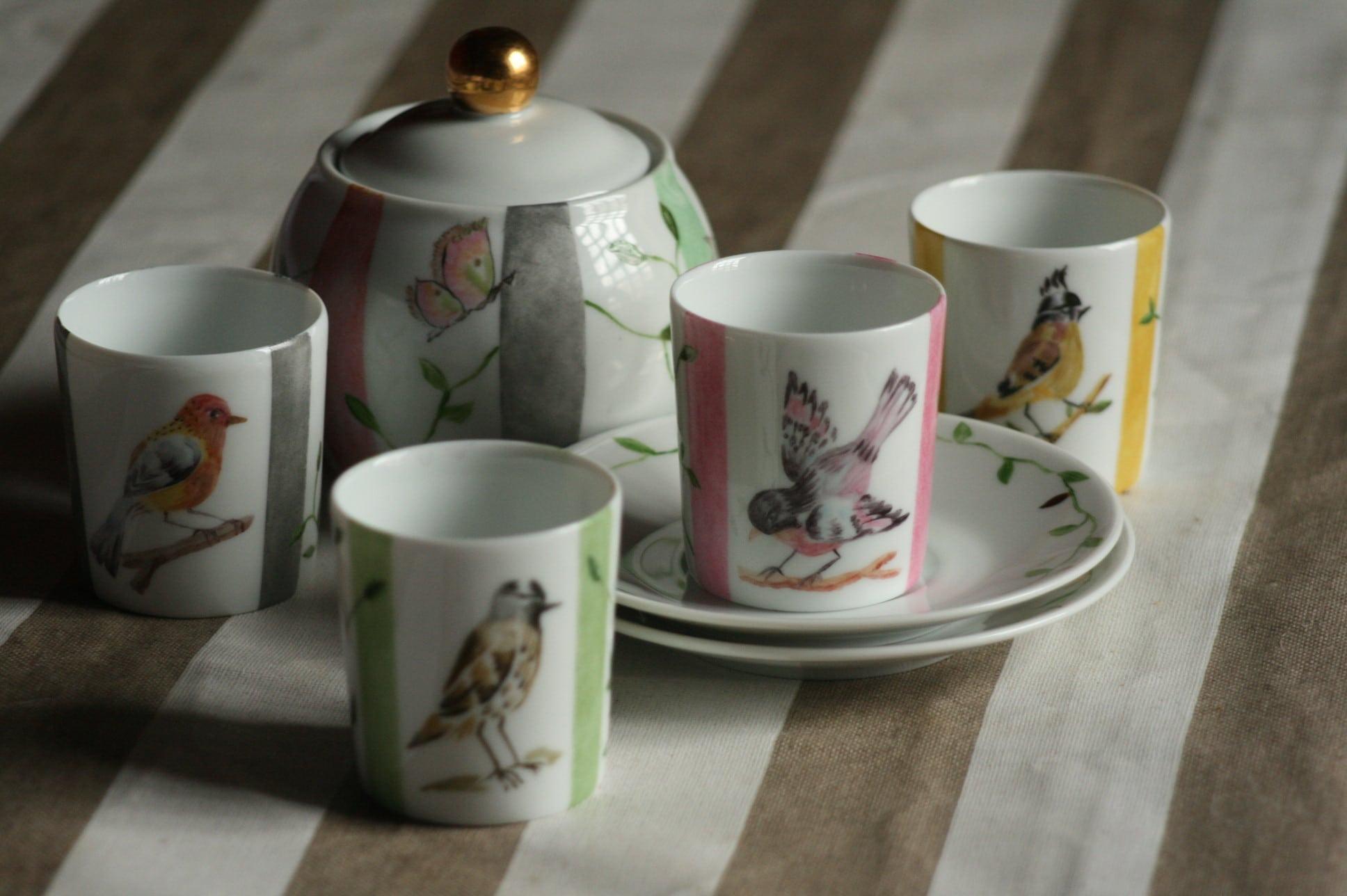 Tasses aux oiseaux et rayures
